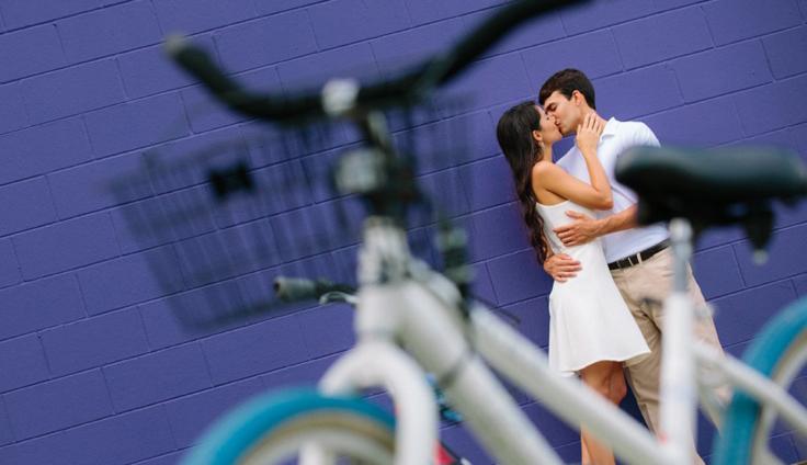 18-seaside_engagement_session_bike_rental